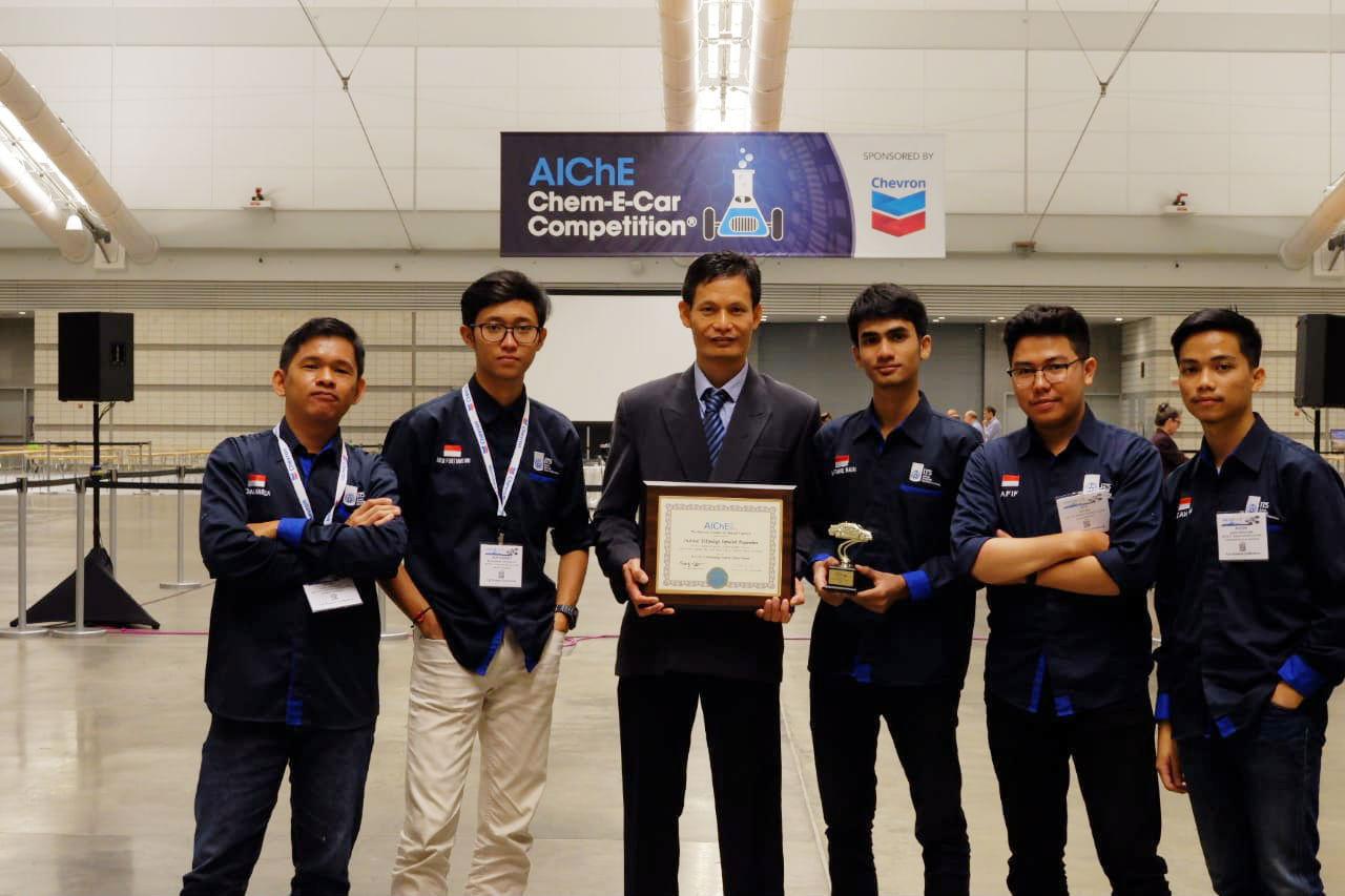 ITS Chem-E-Car Team, Spektronics, Wins Two Awards in USA