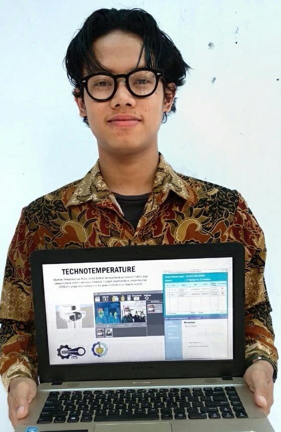 Lukman Arif Hadianto, Ketua Tim Instone menampilkan inovasinya TT - Techno Temperature sebagai sistem pendeteksi suhu terintegrasi untuk antisipasi Covid-19