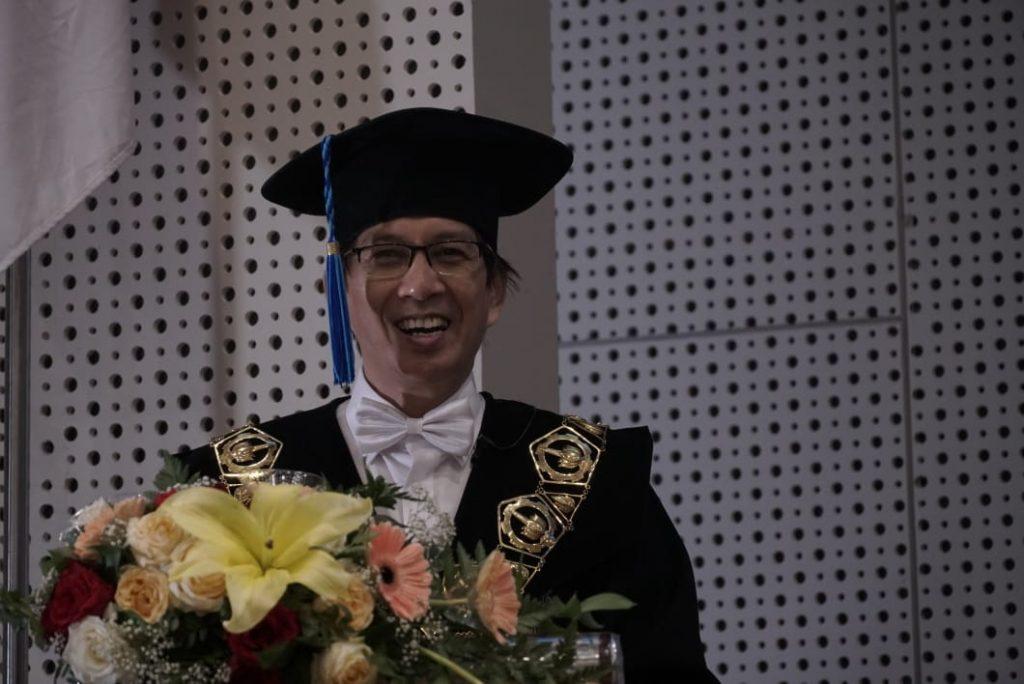 Rektor ITS Prof Dr Mochamad Ashari saat memberikan sambutan pada Pengukuhan Mahasiswa Baru ITS 2020