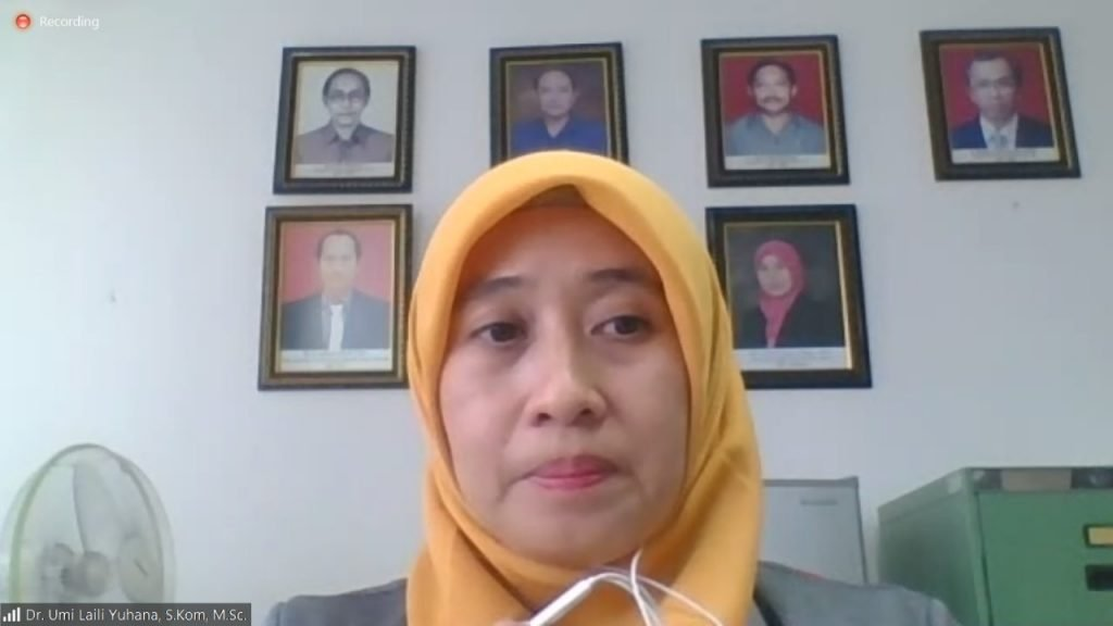 Dr Umi Laili Yuhana SKom MSc mengawali IPITS di gugus XX dengan memaparkan profil ITS