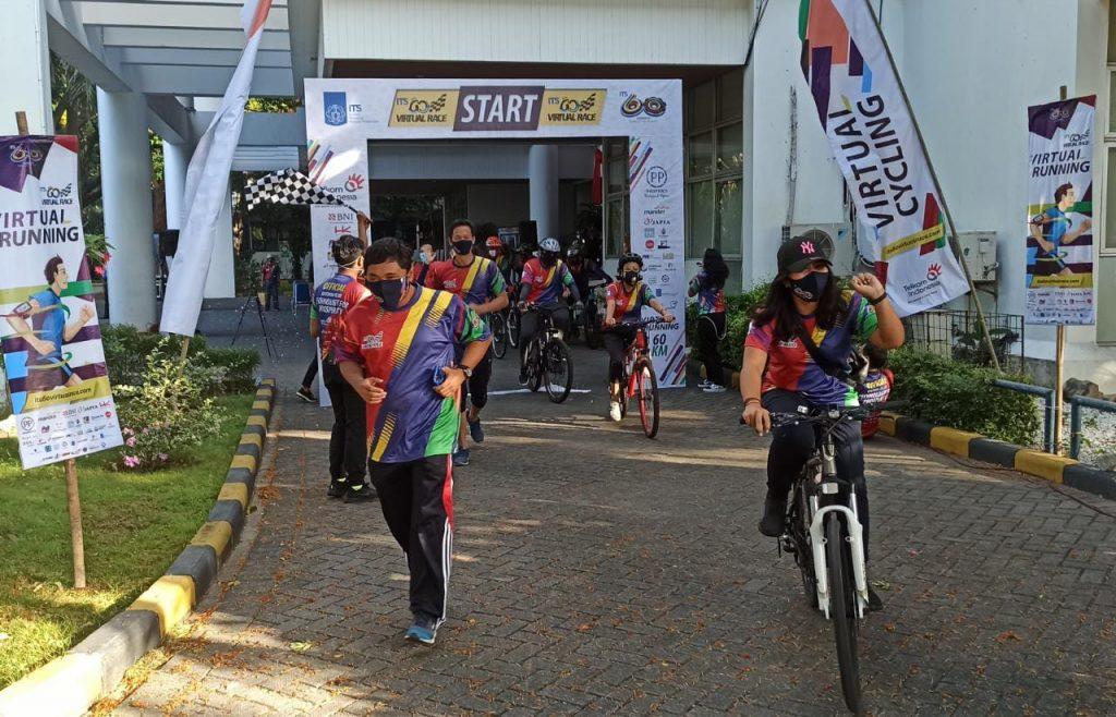 Para perwakilan pelari dan pesepeda yang baru dilepas secara resmi untuk mulai berkompetisi di ITS 60 Virtual Race