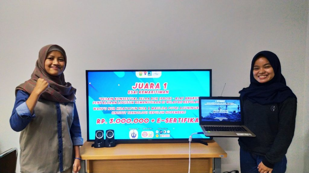 (Dari kiri) Wahyu Nur dan Maulidia Putri ketika pengumuman Juara Lomba Esai Kemaritiman Kompetisi Nasional Kemaritiman (KONKA) 2020