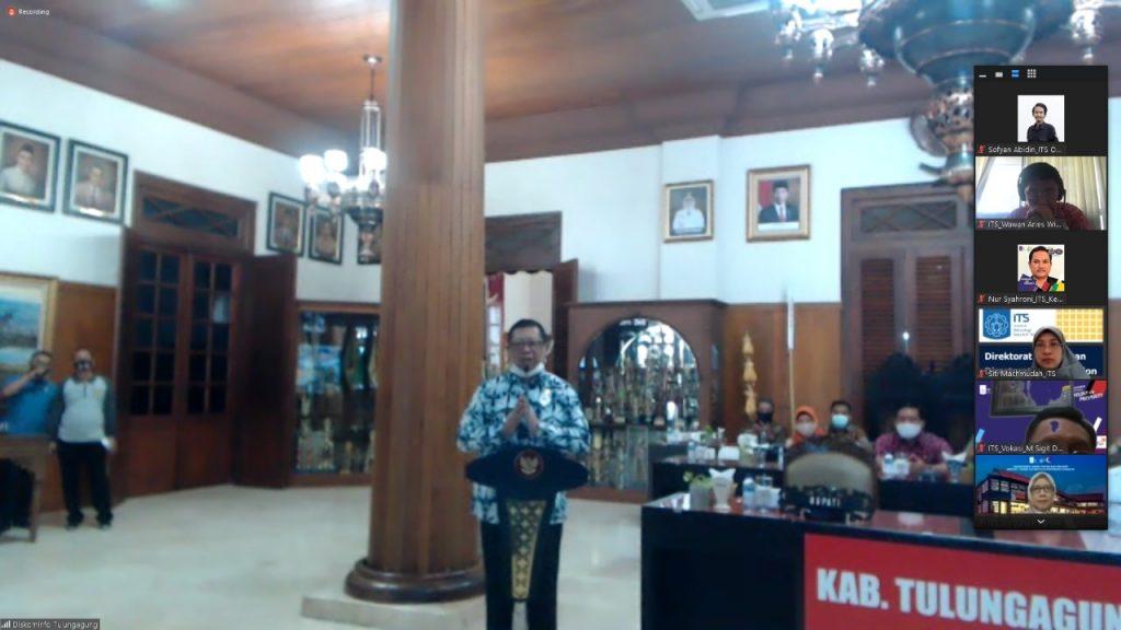 Bupati Tulungagung, Maryoto Birowo yang menghadiri MoU secara daring dari di Pendopo Kabupaten Tulungagung