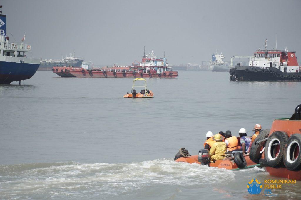 Demonstrasi i-Boat saat mengevakuasi korban di tengah laut tanpa ada awak kemudi