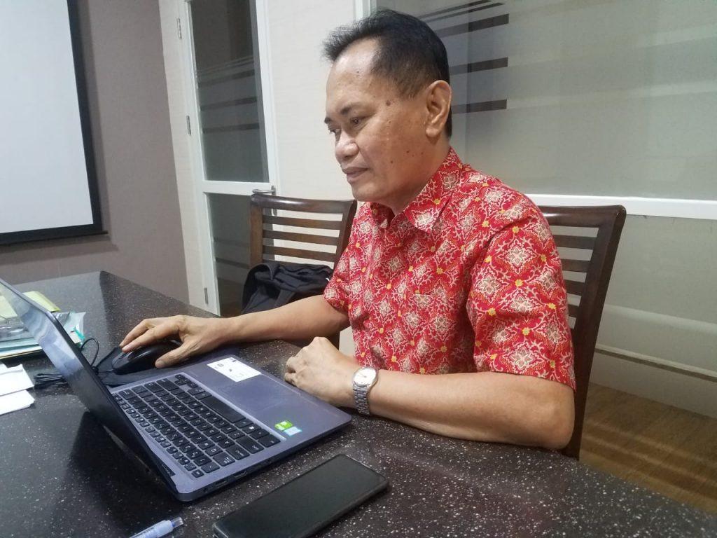 Haryanto, wisudawan tertua (usia 60 tahun 11 bulan) di Wisuda ITS ke-122 dari Departemen Teknik Sistem dan Industri