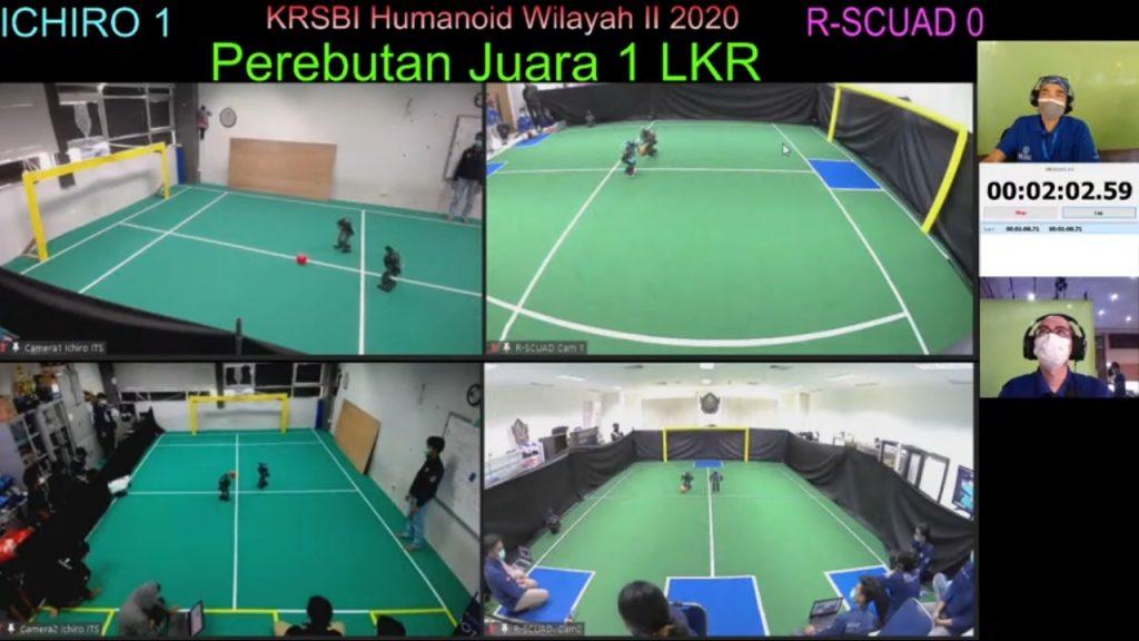 Robot Ichiro ITS (layar kiri) bertarung denfan robot R-Scuad dari Universitas Ahmad Dahlan saat perebutan juara 1 KRI Regional II