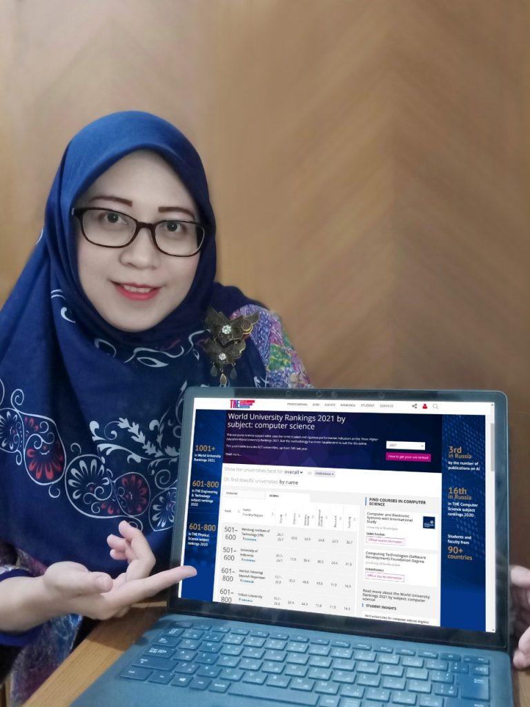 Rulli Pratiwi Setiawan ST MSc PhD menjelaskan dan menunjukkan peringkat ITS versi THE World University Rankings by Subject 2021