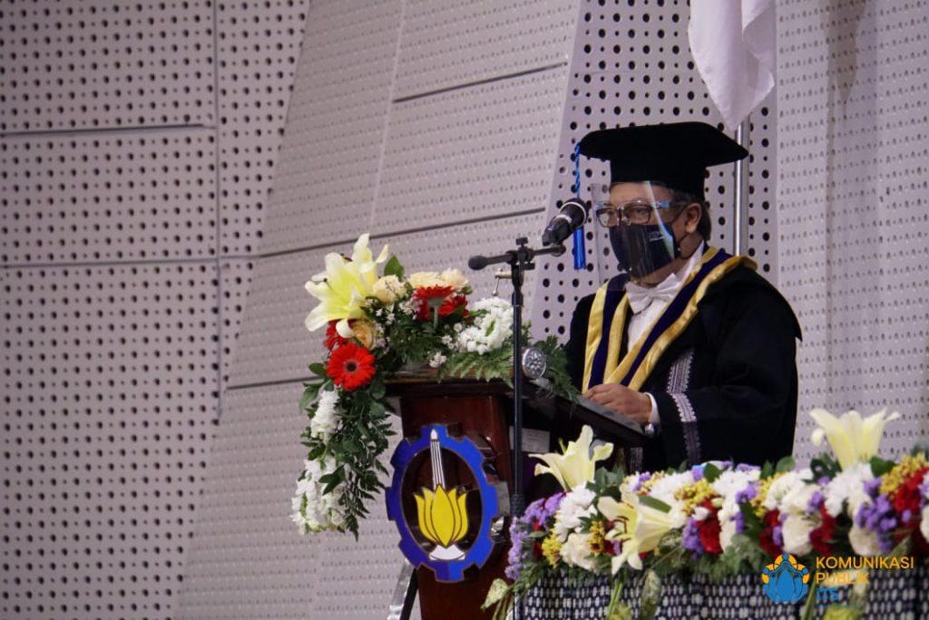 Ketua Dewan Profesor ITS Prof Nadjadji Anwar saat memberikan kata sambutan dan ucapan selamat datang kepada delapan profesor baru yang dikukuhkan ITS