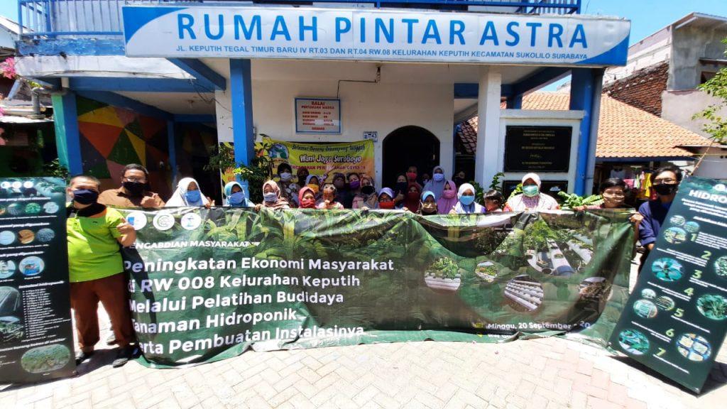 Tim Abmas ITS untuk Pelatihan Hidroponik bersama warga RW 008 Keputih, Surabaya