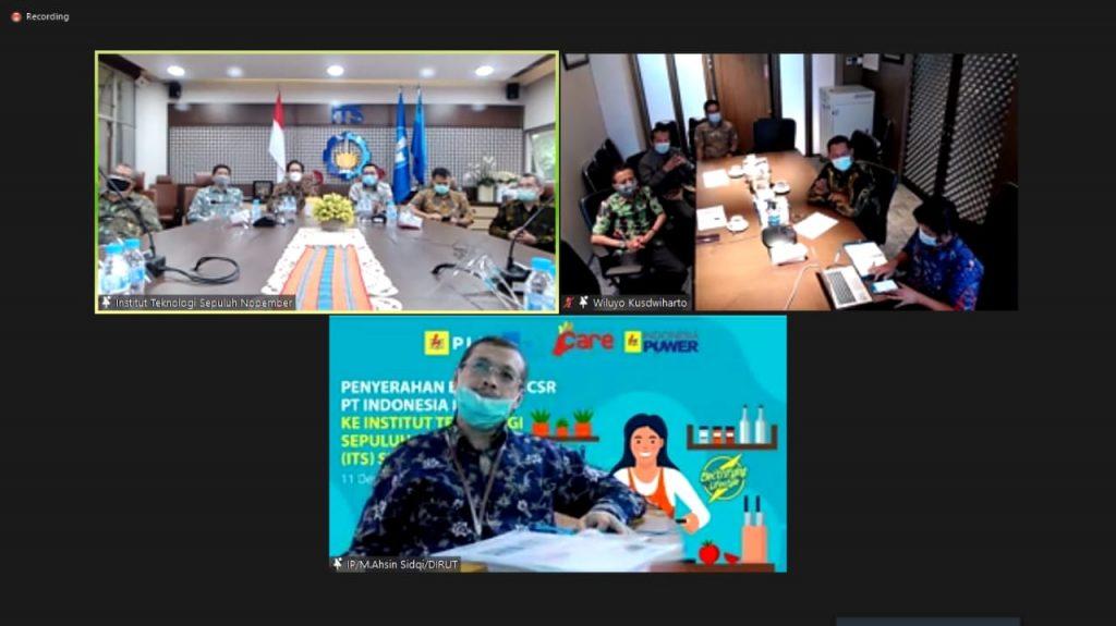 Direktur PT Indonesia Power Muhammad Ahsin Sidqi dan Direktur Bisnis Regional Sumatera Kalimantan PT PLN (Persero) yang terhubung secara daring saat penyerahan CSR
