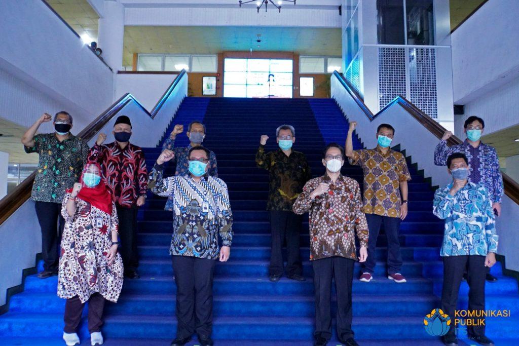 Jajaran pimpinan ITS dengan perwakilan dari PT Indonesia Power yang hadir langsung di Gedung Rektorat ITS