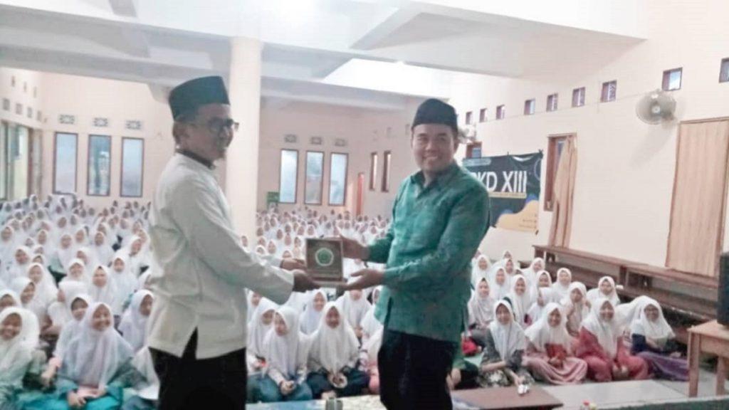 Prof Agus Zainal Arifin ketika mengisi talkshow di Pondok Pesantren Al Ishlahiyah Singosari, Malang