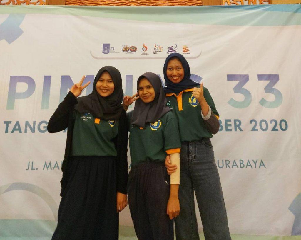(dari kiri) Tim mahasiswa ITS yang terdiri dari Annisa Putri Agustin, Gardini Nilasari, Dewi Septiningtyas H
