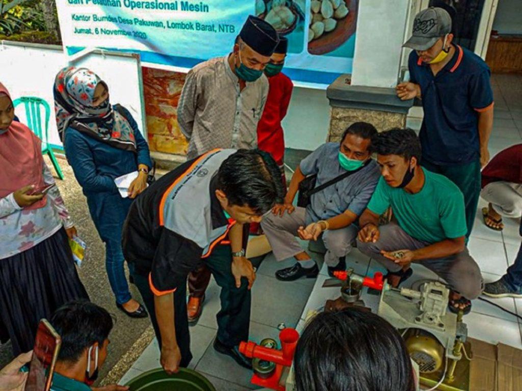 Pelatihan dan Pengarahan Operasional Mesin Pengolah Biji Kemiri di Kantor Bumdes Desa Pakuwan, Lombok Barat