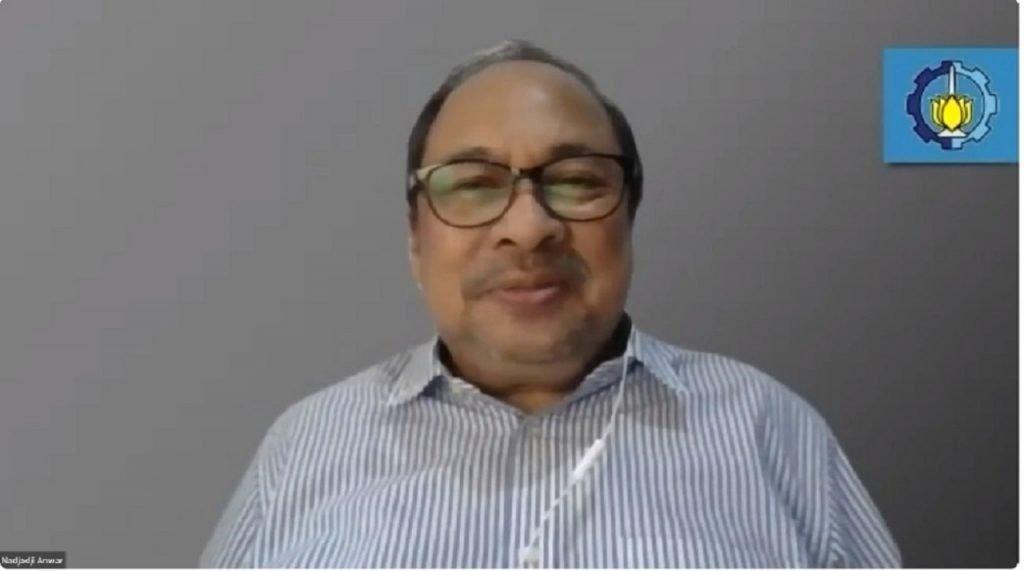 Ketua Senat Akademik ITS Prof Dr Ir Nadjadji Anwar MSc saat menetapkan Ketua dan Sekretaris Dewan Profesor ITS periode 2021-2025 secara daring