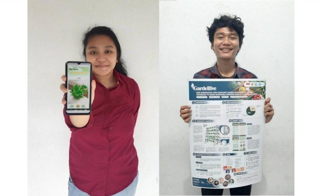 Syafira Dewi Irawan dan Ghanistra Yudha memperlihatkan gambaran karya timnya, Gardellive