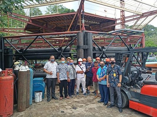 Kru Ocean FarmITS saat melaksanakan proyek di lapangan