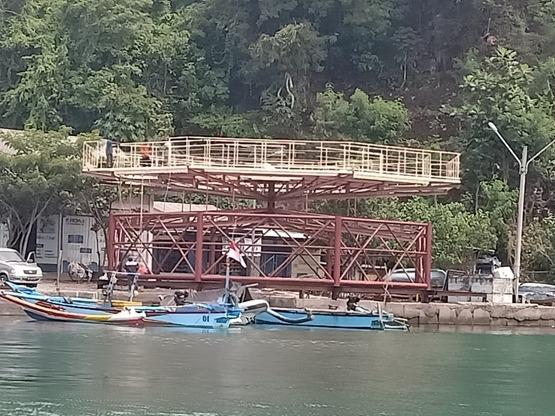Perkembangan kerangka Ocean FarmITS yang akan dirakit di Teluk Sidosari, Malang