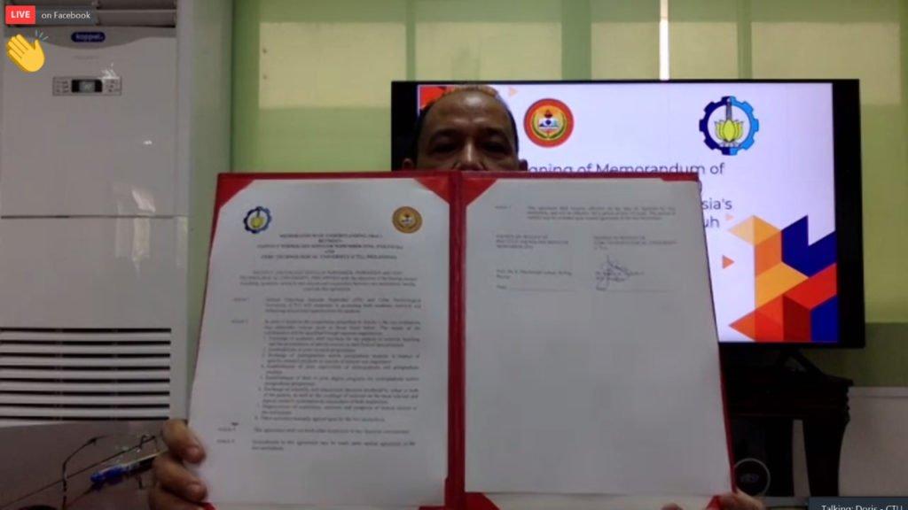 Rektor CTU Rosein A Ancheta Jr ASEAN PE DM PhD ketika melakukan sesi penandatangan nota kesepahaman