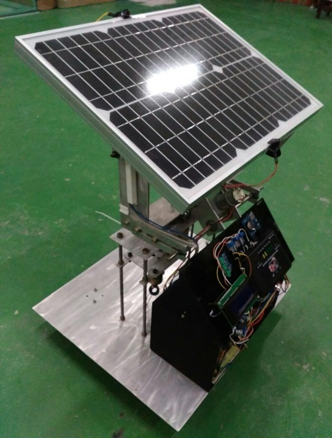 Prototipe solar tracker dengan T2FSMC gagasan Prof Dr Dra Mardlijah MT, guru besar Matematika ITS