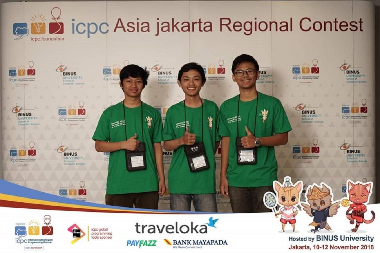 Komang Yogananda Mahaputra Wisna (kanan), saat menjadi finalis ACM ICPC Asia Regional Jakarta 2018