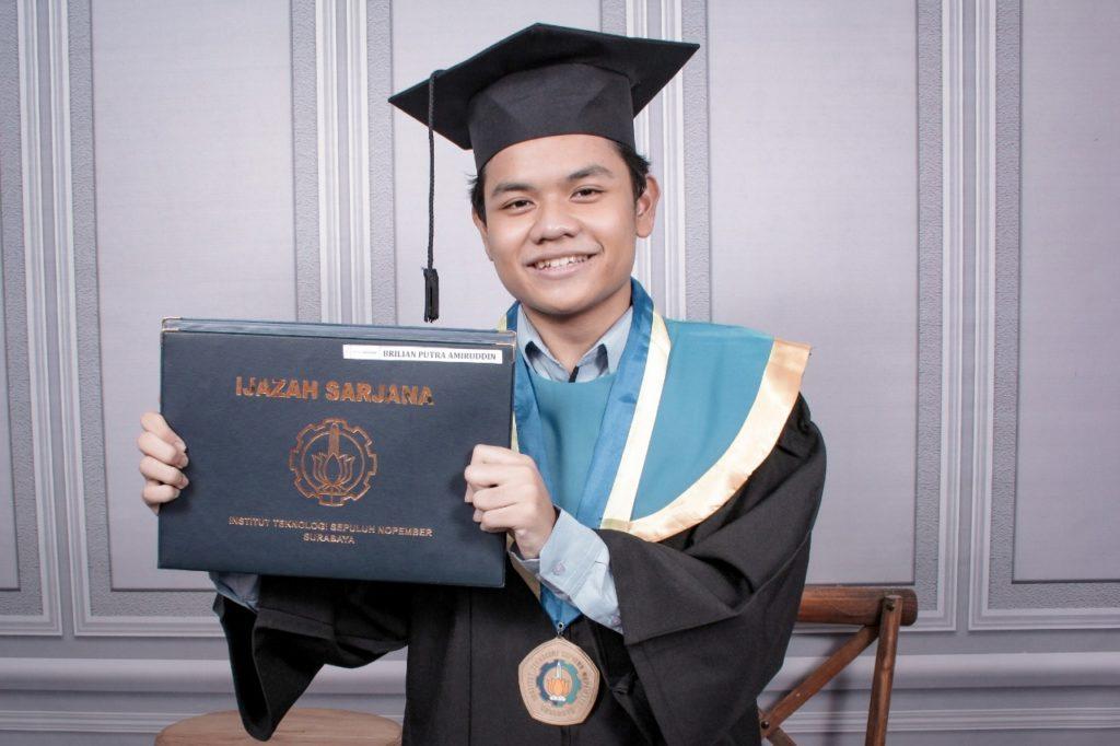Brilian Putra Amiruddin, Wisudawan Termuda di Wisuda ITS ke-123 di usia 20 tahun
