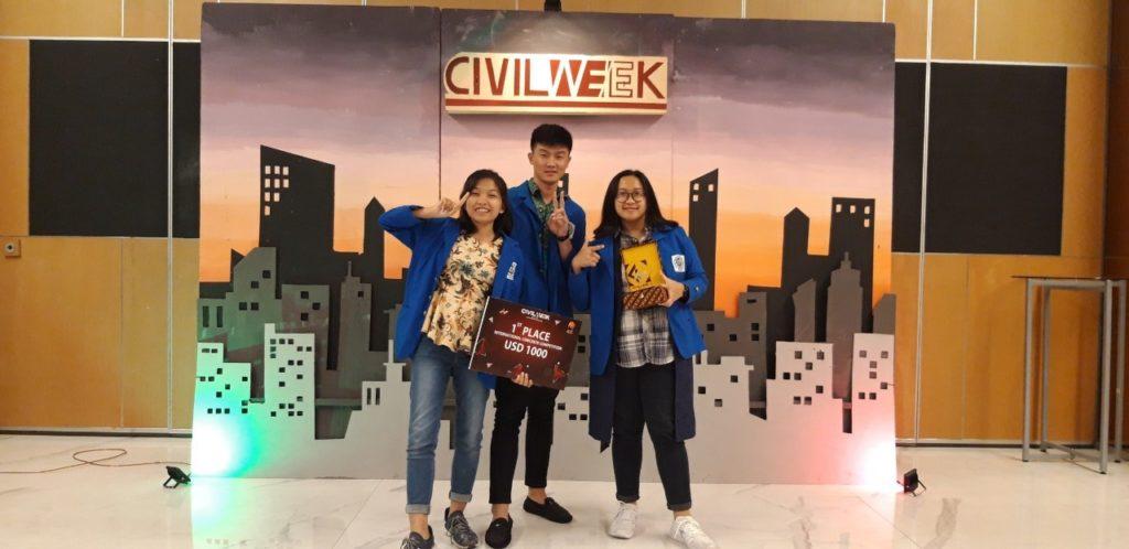 Kuntoro Tanoto dan timnya, saat menjadi juara 1 pada ajang International Concrete Competition, Universitas Sebelas Maret (UNS) Surakarta
