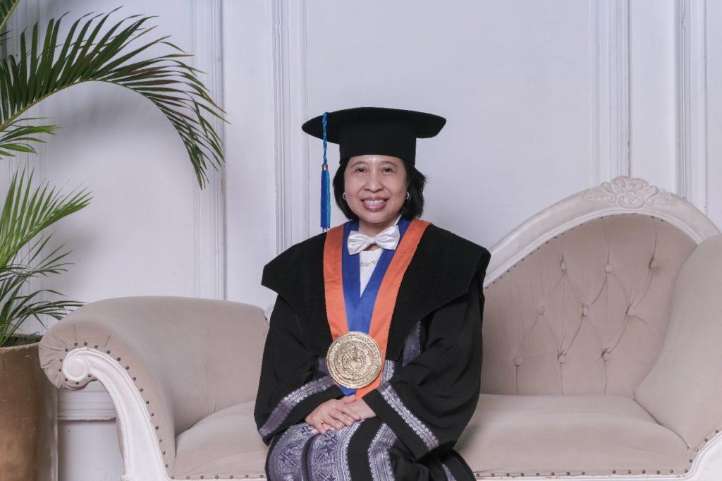 Prof Erma Suryani ST MT PhD dari Departemen Sistem Informasi ITS yang dikukuhkan sebagai Guru Besar ITS pada 31 Maret 2021
