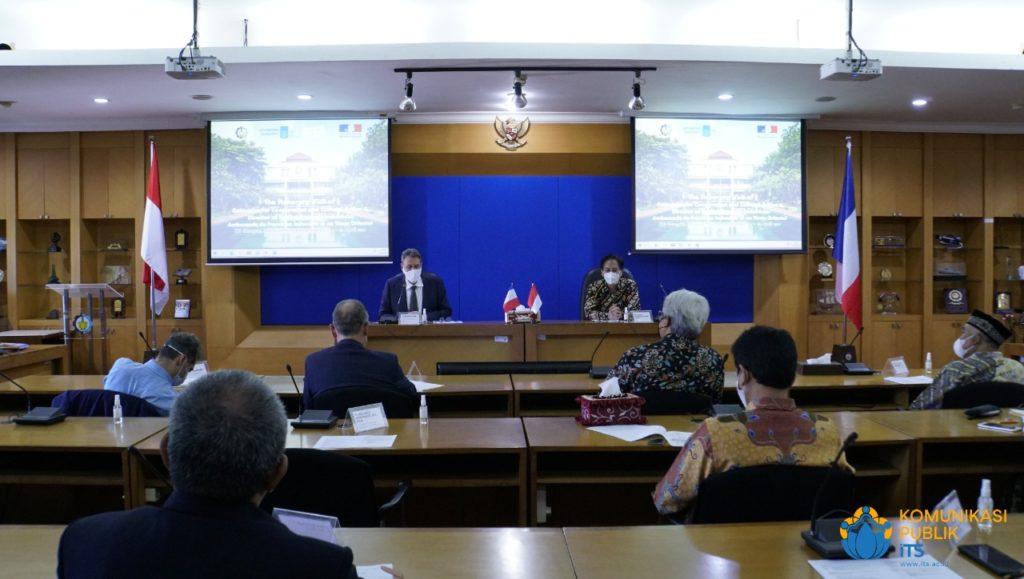 Suasana diskusi saat kunjungan delegasi Kedutaan Besar Prancis di Gedung Rektorat ITS
