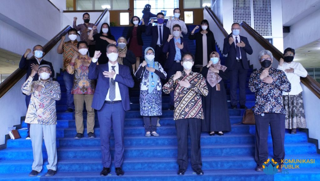 Foto bersama jajaran pimpinan ITS dengan delegasi Kedutaan Besar Perancis usai diskusi