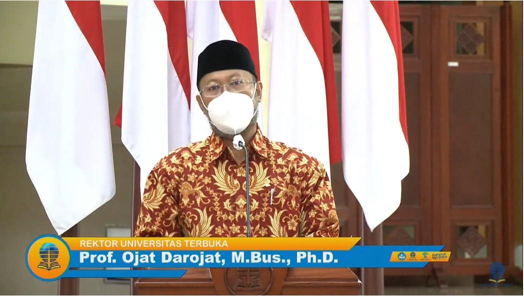 Rektor Universitas Terbuka Prof Ojat Darojat MBus PhD saat memberikan sambutannya