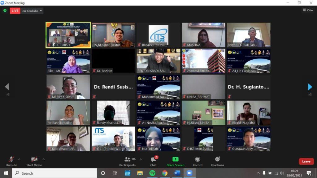 Foto bersama undangan talkshow kolaborasi ITS-Uniba-ITK bertema Peran Pendidikan Tinggi dalam Membangun dan Mengawal IKN
