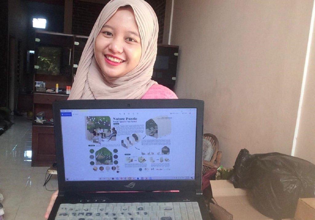 ITS Interior Design student, Endry Salsabila Sampurno, shows the Nature Puzzle private room