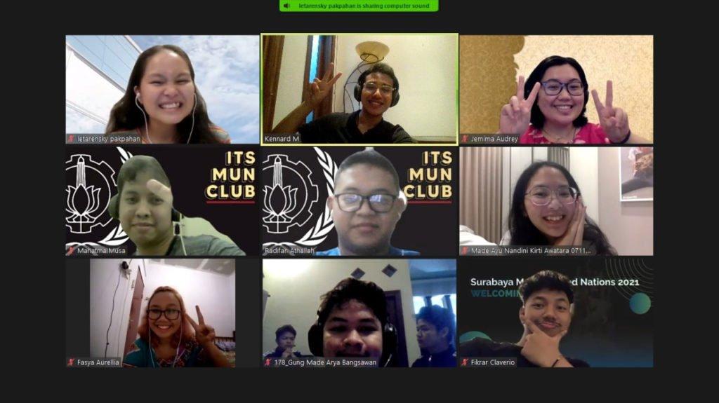 Delegasi ITS bersama mentor ITS MUN Club yang bertarung di ajang Singapore Model United Nations (SMUN) 2021