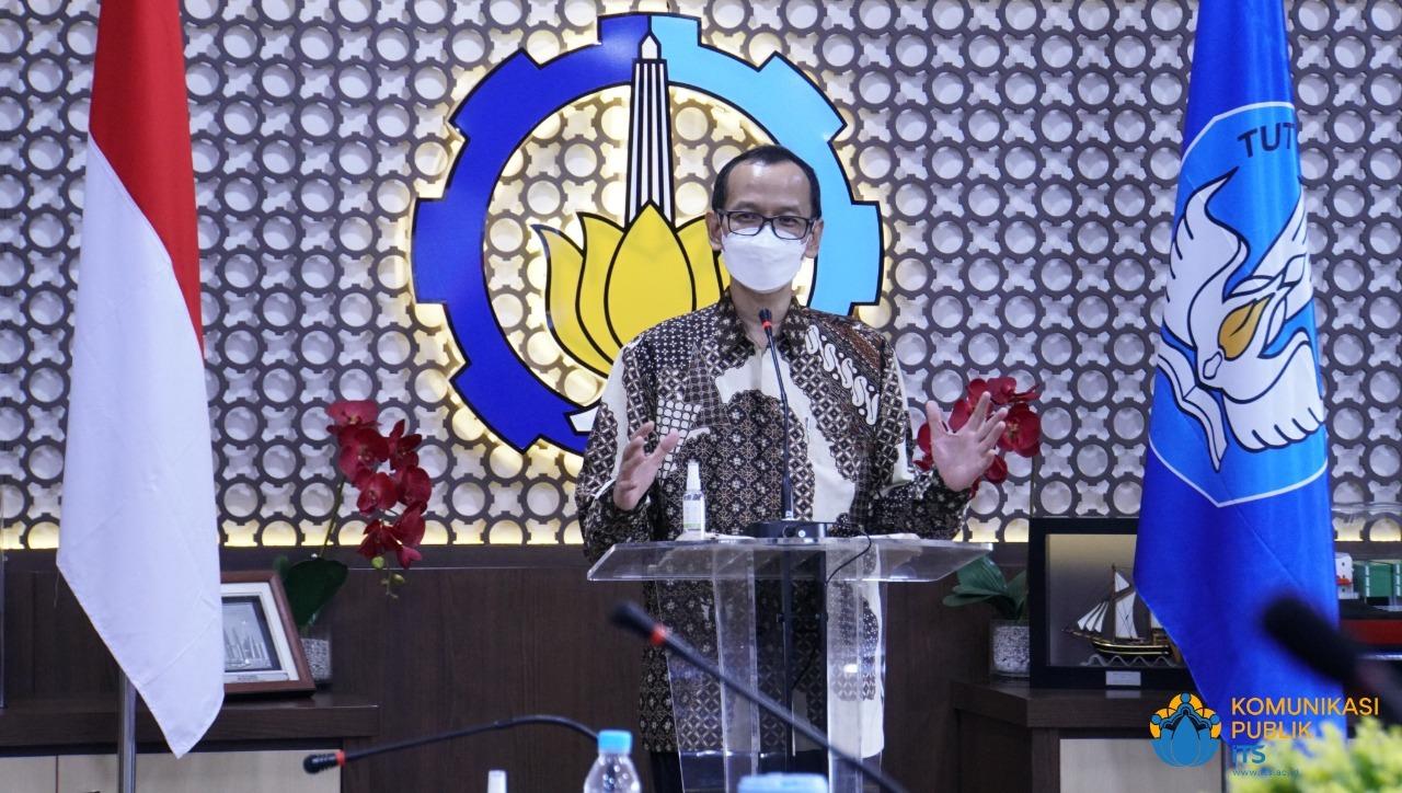 Dirjen Dikti Prof Ir Nizam MSc DIC PhD IPU ASEAN Eng memberikan sambutan saat Pencanangan Zona Integritas dan Penandatangan Pakta Integritas di FSAD ITS