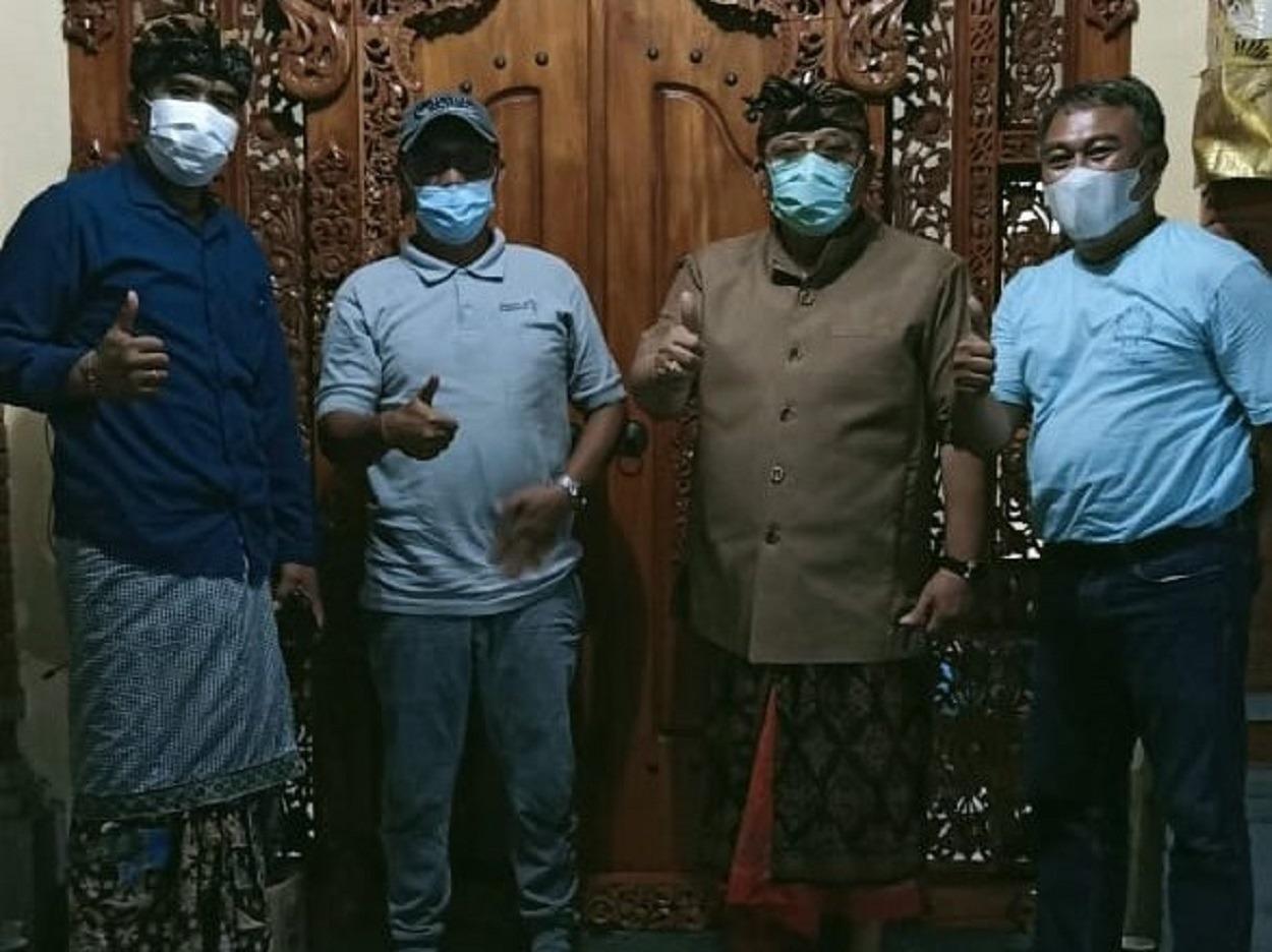 (dari kiri) Tokoh masyarakat Komang Dane, Kepala Desa Tihingan Wayan Sugiarta, Wakil Ketua DPRD Gianyar I Gusti Ngurah Anom Masta, dan Ketua Tim Abmas ITS Prof Dr Ketut Buda Artana ST MSc