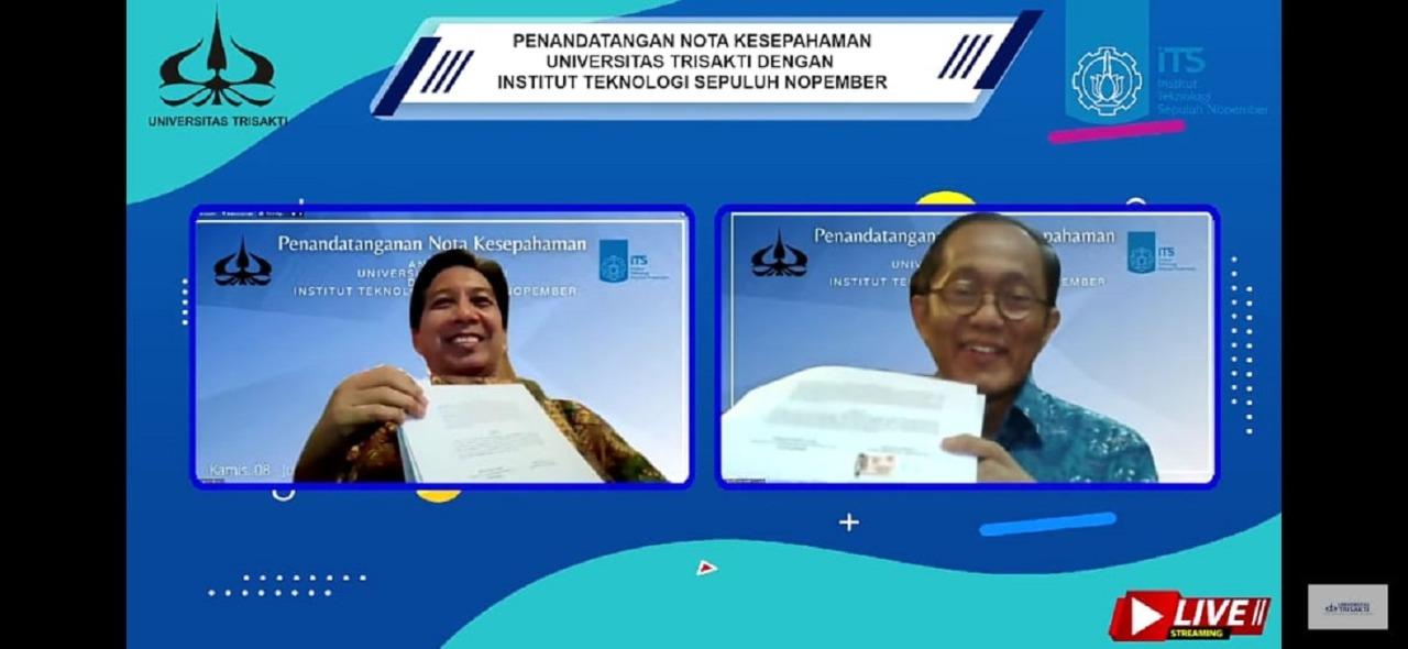 Rektor ITS Prof Dr Ir Mochamad Ashari MEng (frame kiri) dan Rektor Universitas Trisakti Prof Dr Ir Kadarsah Suryadi DEA (frame kanan) menunjukkan nota kesepahaman usai ditandatangani. Teknologi Industri