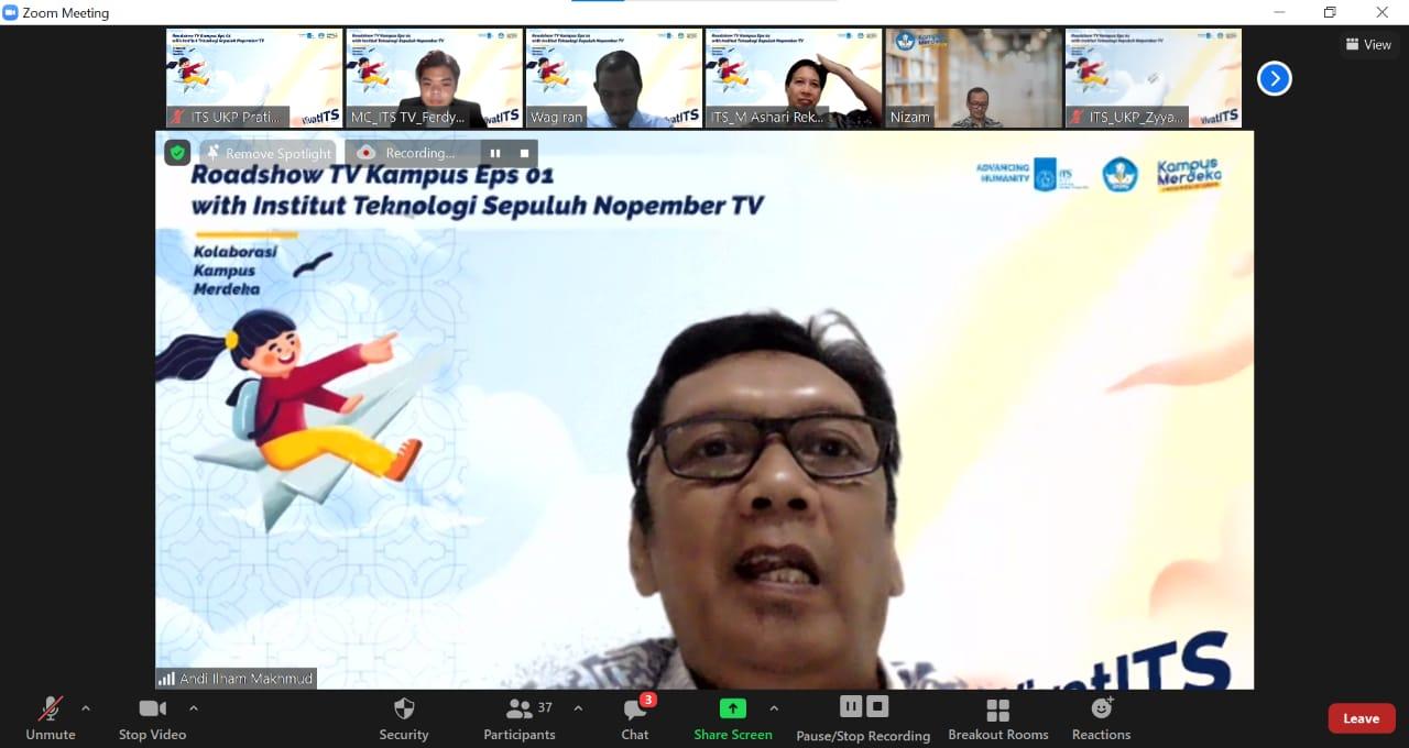 Drs Andi Ilham Makhmud Dip Sc MM Apt selaku Ketua Sub Pokja Pertukaran Mahasiswa Merdeka dalam diskusi Kampus Merdeka