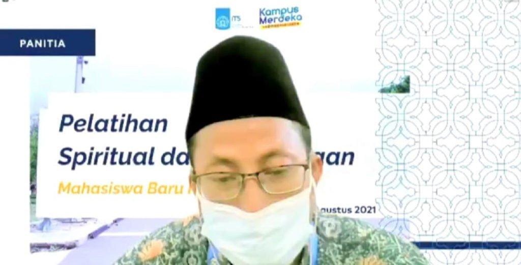 Ketua pelaksana kegiatan PSB Imam Safawi Ahmad SSi MSi saat memberikan sambutan dalam acara PSB ITS 2021 yang digelar secara daring