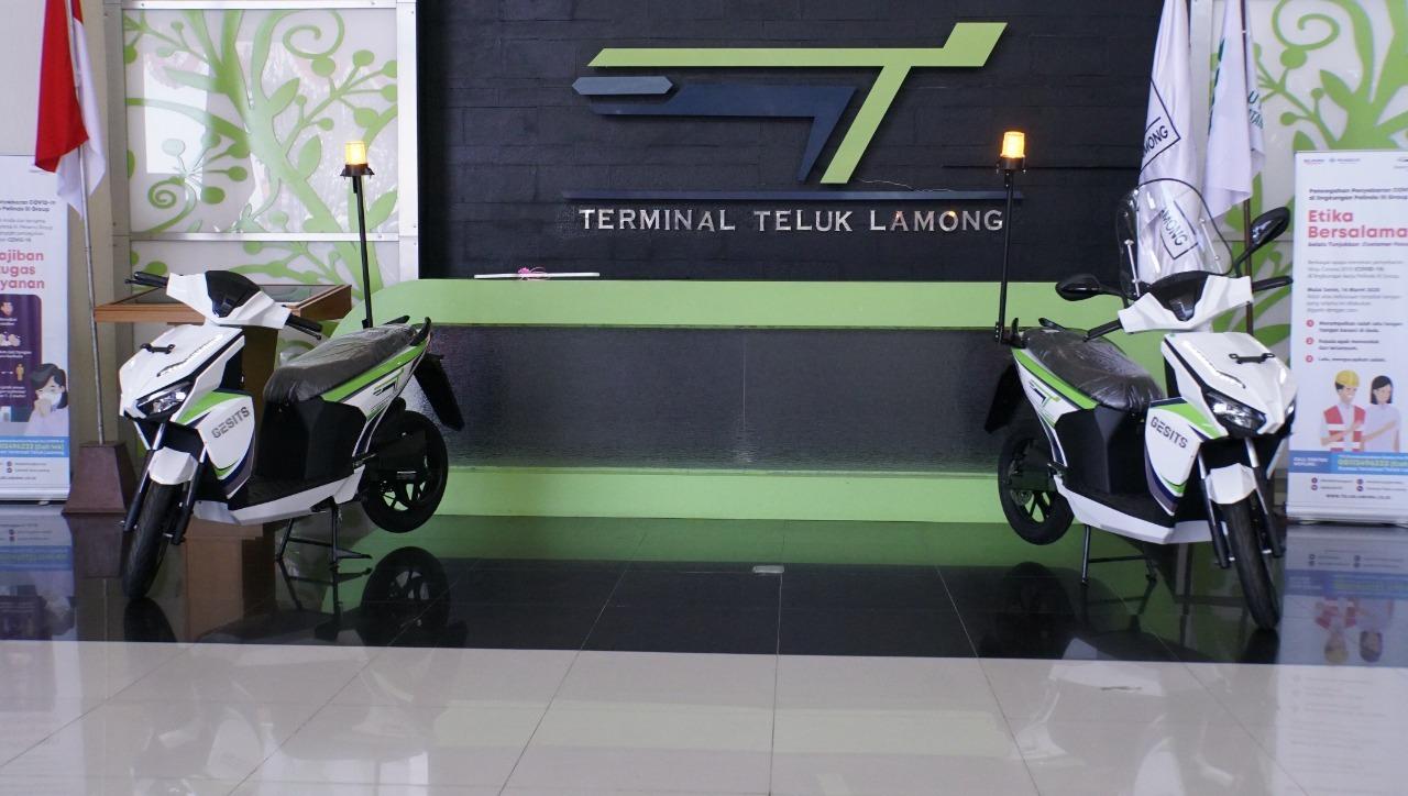 Sepeda motor listrik GESITS karya ITS yang dihadirkan di Terminal Teluk Lamong