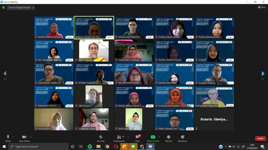 Para peserta pelatihan Miro dan Quizizz serta tim KKN Abmas ITS yang hadir secara virtual