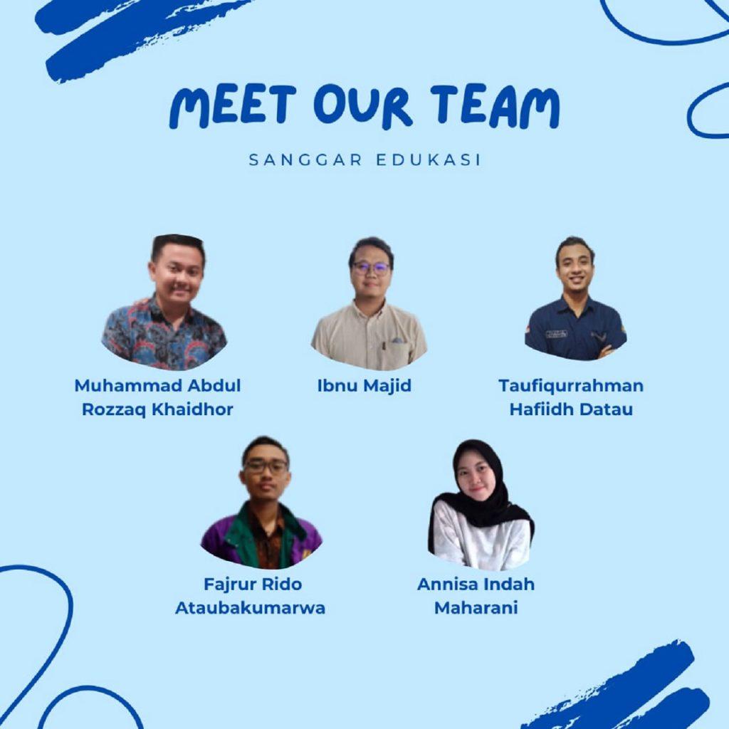 Kelima anggota tim mahasiswa ITS dari Sanggar Edukasi