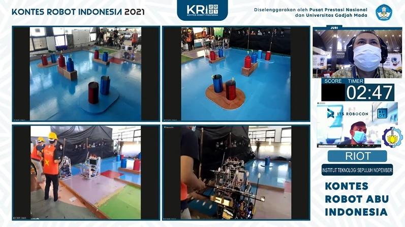 Robot dari tim RIOT ITS ketika menjalankan misinya pada kontes KRAI di KRI 2021 dan berhasil meraih Juara 1
