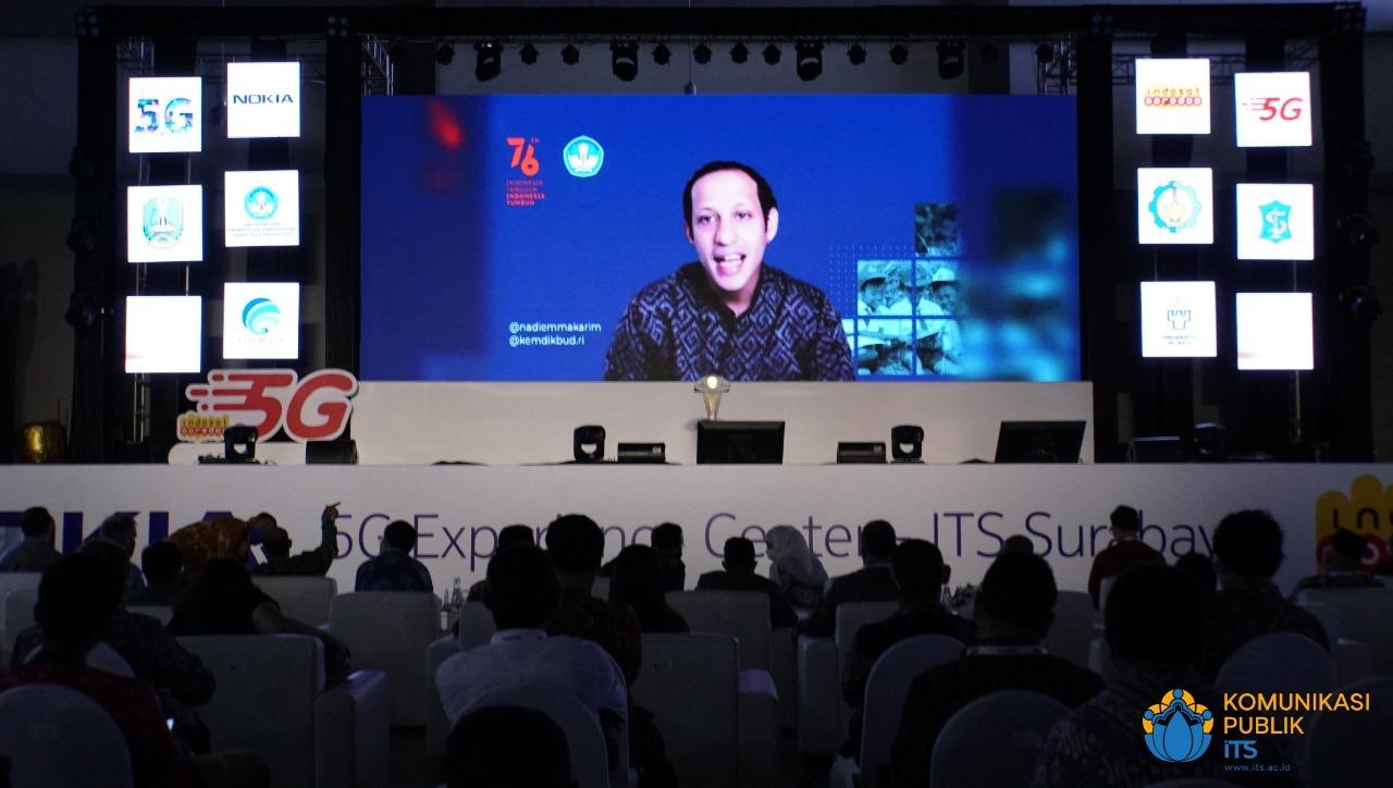 Mendikbud-Ristek RI Nadiem Anwar Makarim memberikan sambutan singkatnya secara daring dalam rangka mengapresiasi inovasi ITS 5G Experience Center