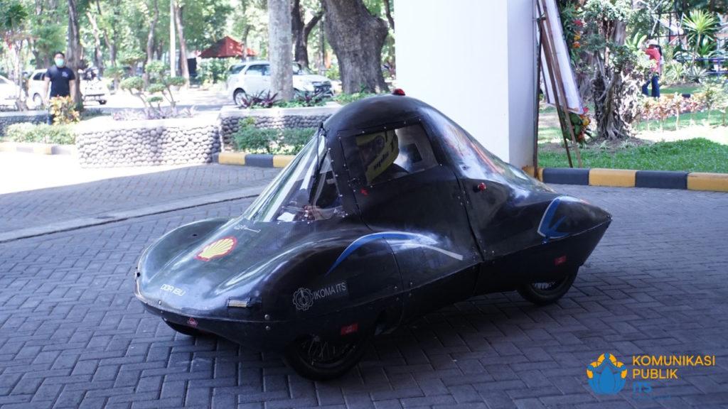 Mobil Tim Sapuangin ITS berjenis urban yang turut mengiringi Dr Ir Witantyo MEngSc, wisudawan program doktor Teknik Mesin yang juga merupakan pembina tim