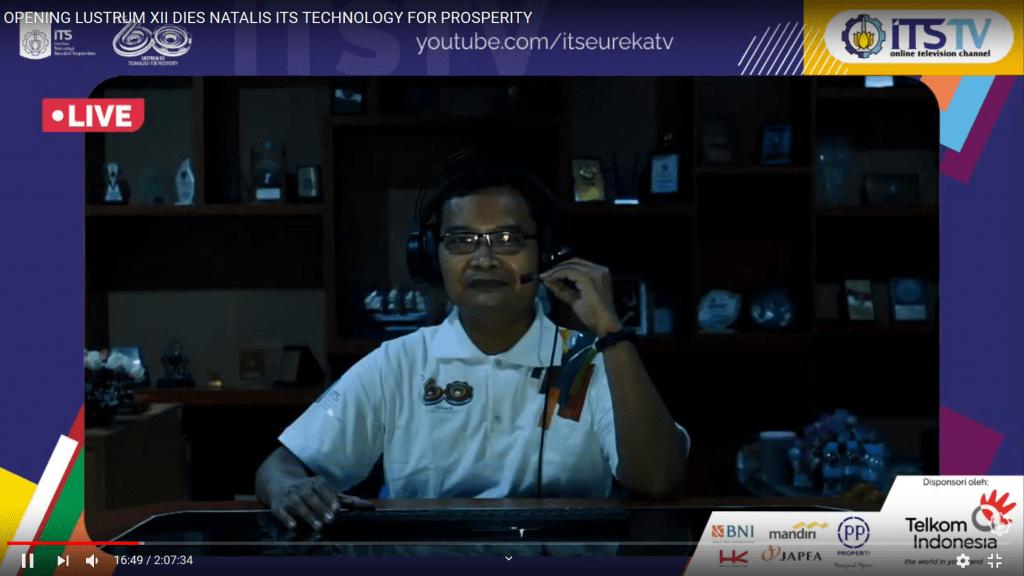 Dekan FTK-ITS Dr Eng Trika Pitana, MS. M.Sc di tempat kerjanya Membuka Acara Opening Lustrum XII ITS secara virtual.